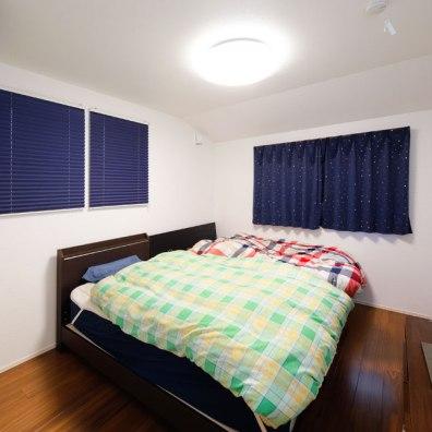 主寝室は床色を変え、落ち着いた空間に 実例201705