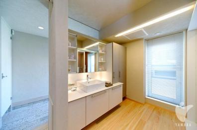 洗面・脱衣室からドライルームまでの動線もスムーズ