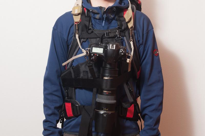ザックと一緒に早着が可能なカメラベスト