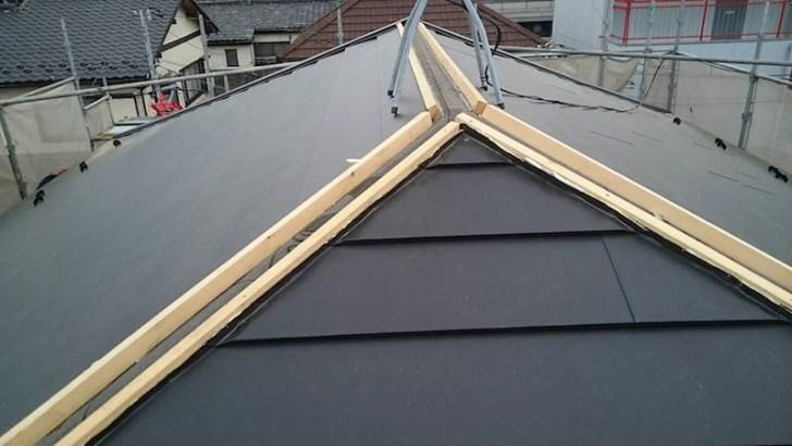 屋根の棟下地の施工