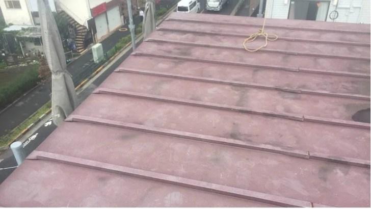 松戸市の屋根葺き替え工事の施工前の様子