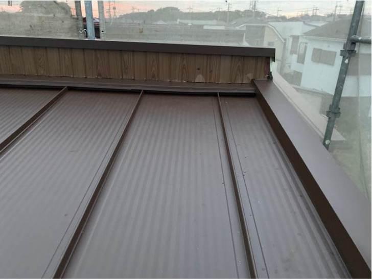 鎌ヶ谷市の屋根葺き替え工事の屋根材の施工
