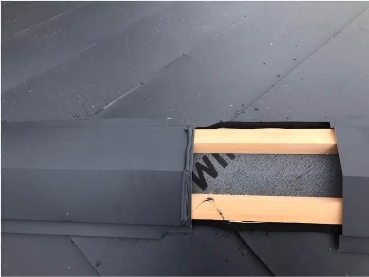 八千代市の屋根リフォームの棟板金の取り付け