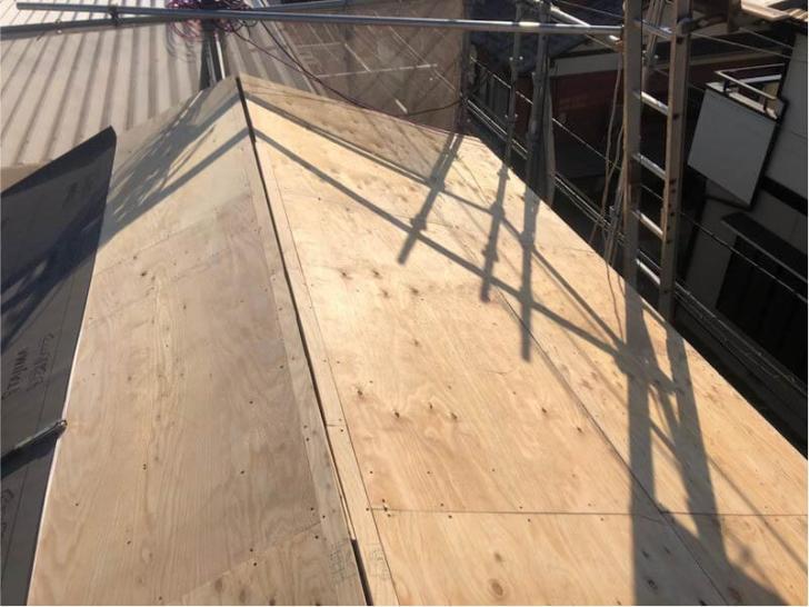 松戸市の屋根葺き替え工事の野地板の設置