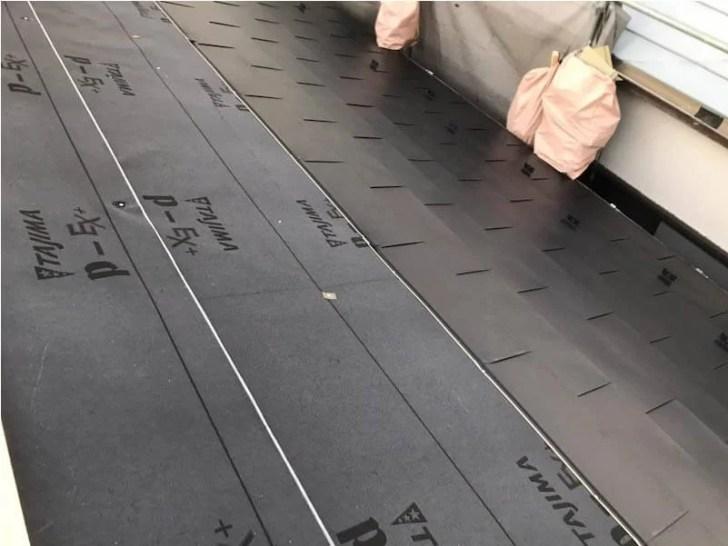 世田谷区の屋根リフォームのガルバリウム鋼板の設置