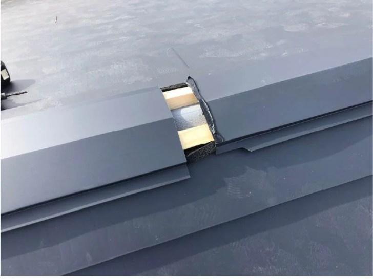 松戸市の屋根リフォームの棟板金の取り付け