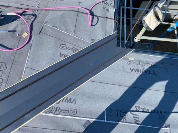 袖ケ浦市の屋根リフォームの谷樋の設置