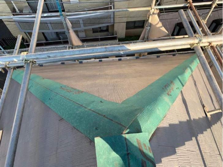 目黒区の屋根修理の施工中の様子