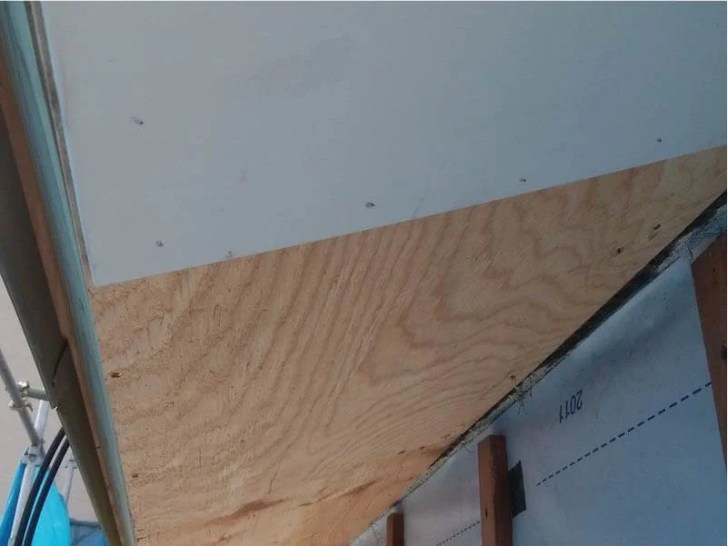 足立区の屋根葺き替え工事の軒の交換工事