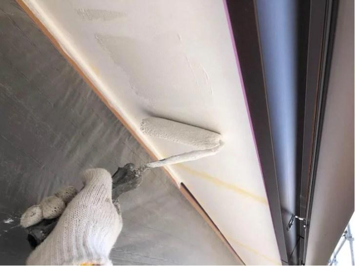 足立区の屋上防水工事の軒天の施工