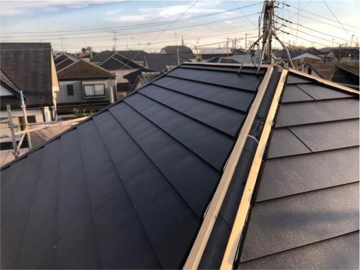 鎌ヶ谷市の屋根葺き替え工事の屋根材の設置
