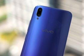 Vivo V11 Pro hadir dengan kamera belakang 12 megapixel dan 5 megapixel. Dengan dua kamera ini, Vivo V11 Pro dapat menghasilkan foto dengan efek blur di latar yang lebih meyakinkan