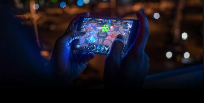 Razer Phone 2: Smartphone Gaming dengan Snapdragon 845 dan Razer Chroma 2