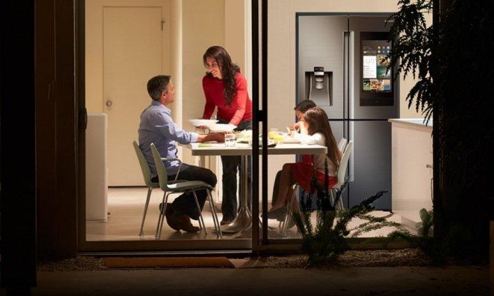 samsung-family-hub-2019-dengan-ai-bisa-mengendalikan-perangkat-pintar-di-rumah