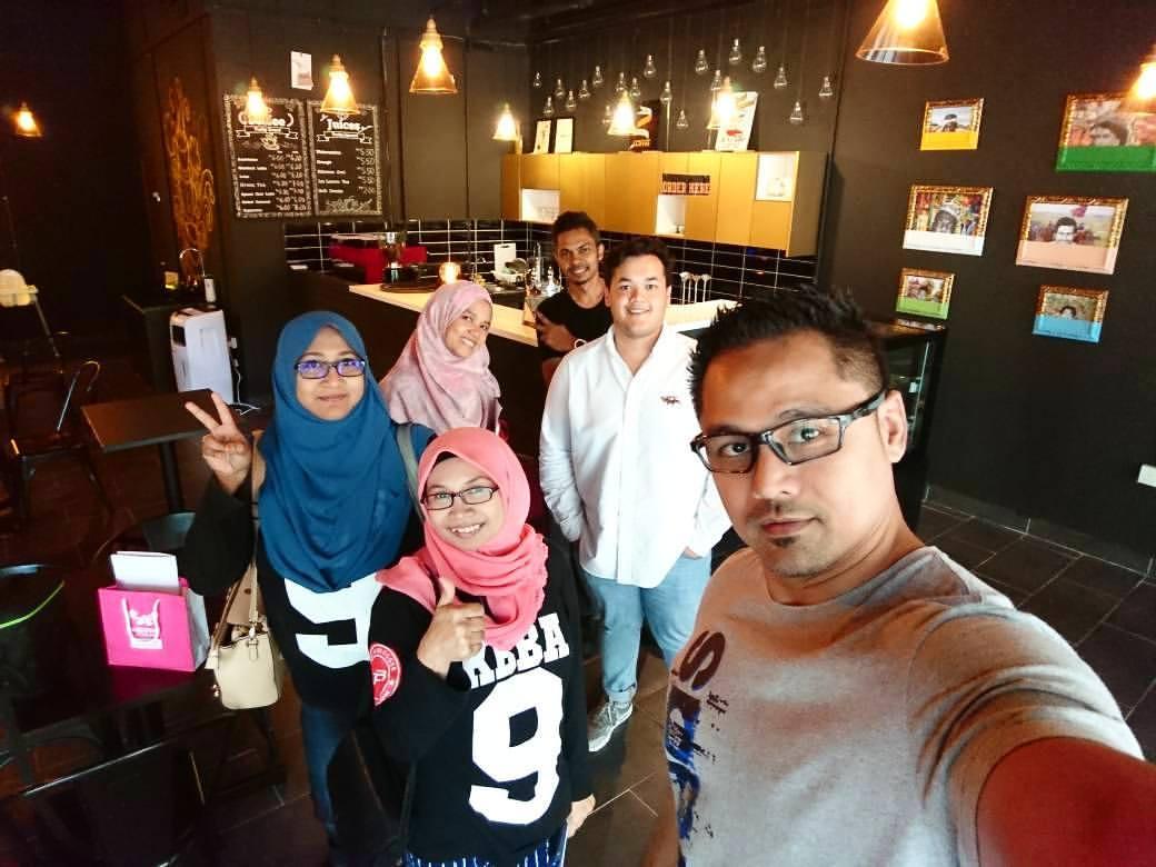Rakan Blogger dan Owner EL Ray Café, Damansara Damai