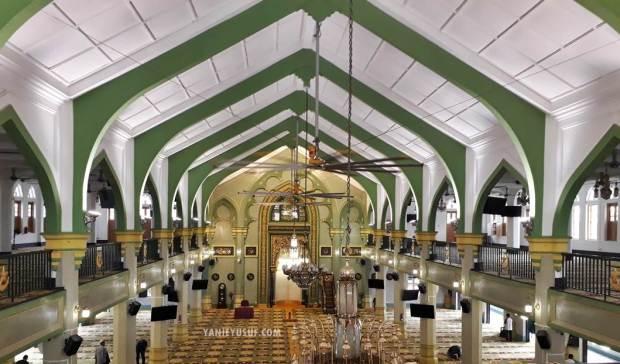 Struktur dalaman Masjid Sultan Singapura