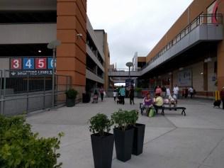 Bronx Terminal Market. Ta rulltrappan ner till parkeringsgaraget och gå direkt åt vänster så ser du StubHubs kontor där man hämtar biljetter.