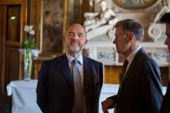 9 septembre 2015 : M. Pierre Moscovici (à g.), commissaire européen, ancien ministre de l'Economie et des Finances, présent lors d'une conférence dans le cadre du Forum Mondial Convergences 2015, Hôtel de ville, Paris (75), France.