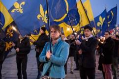 23 janvier 2016, Paris, FRANCE. Les jeunes de l'Action Française portent les drapeaux de l'organisation à l'occasion d'une marche en l'honneur de la mort de Louis XVI, guillotiné le 21 janvier 1793. Les passants sont au début craintifs. Lorsqu'ils comprennent que ce sont des royalistes, ils ont des regards amusés. Le défilé part de la statue de Jeanne d'Arc, s'arrête à la place de la Concorde, lieu de la décapitation, se rend à l'église de la Madeleine où une messe fut donné en l'honneur du Roi et se termine à la chapelle expiatoire où se trouvèrent les restes de la dépouile de Louis XVI et Marie Antoinette.