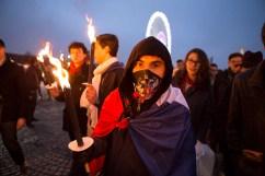 23 janvier 2016, Paris, FRANCE. Place de la Concorde, l'Action Française, un groupe royaliste et nationaliste, se recueille en la mémoire de Louis XVI. Ils allument des flambeaux. Le mouvement organise une marche en l'honneur de la mort de Louis XVI, guillotiné le 21 janvier 1793. Le défilé part de la statue de Jeanne d'Arc, s'arrête à la place de la Concorde, lieu de la décapitation, se rend à l'église de la Madeleine où une messe fut donné en l'honneur du Roi et se termine à la chapelle expiatoire où se trouvent les restes de la dépouile de Louis XVI et Marie Antoinette.