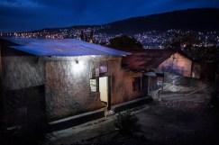 13 décembre 2016, Kigali, RWANDA. Une maison dans le quartier populaire de Nyamirambo à Kigali à la tombée de la nuit.