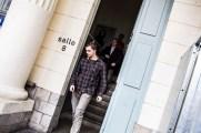 """29 mars 2017, Douai (59), France. Un militant de Génération identitaire, non-prévenu, sort du procès en appel à la cours de Douai de membres de Génération identitaire qui ont déployé une banderole sur la gare d'Arras où était inscrit """"Expulsons les islamistes""""."""