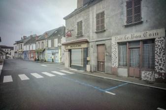 Centre ville d'Auzances.Les commerces ferment les uns apres les autres depuis l'ouverture de l'intermarche il y a une vingtaine d'annees.
