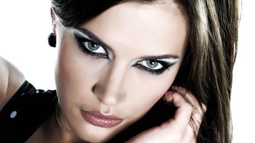 мера в макияже для драматического стиля