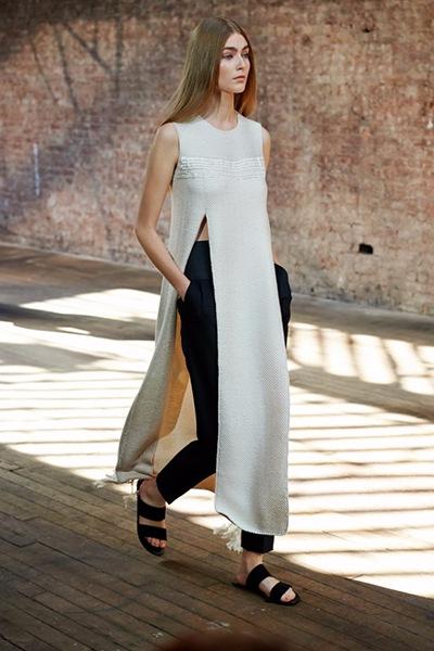 вязаное платье с брюками