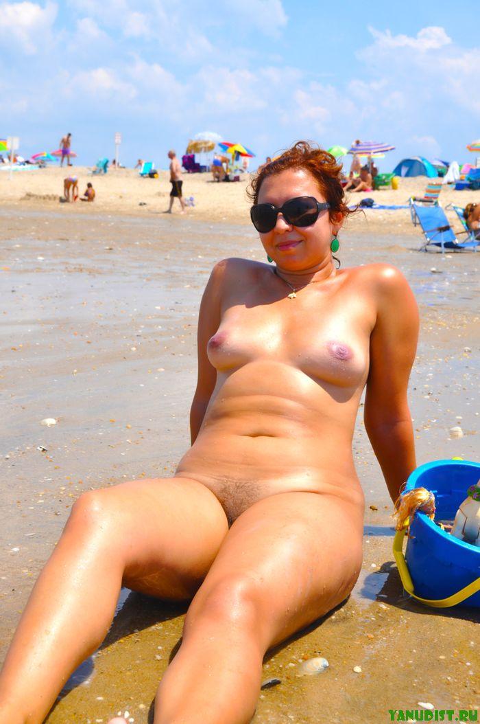 Голые негритянки на пляже