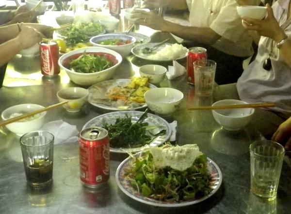ベトナムのランチ定食