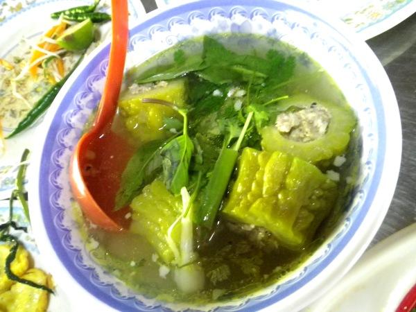 ベトナム料理ニガウリの挽肉詰め