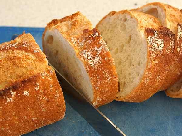 フランスパンをタダフサのパン切り包丁で切ってみました