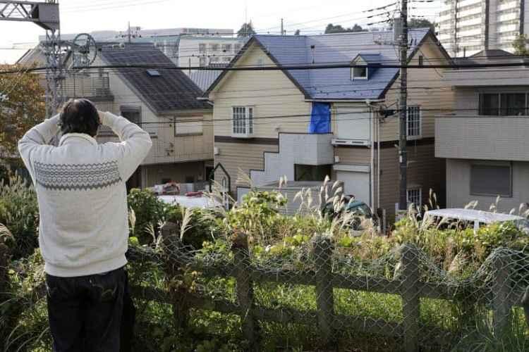 """Takahiro Şiraişi'nin 9 qurbanını öldürdüyü Zama'daki """"dəhşət evi"""" (mərkəzdəki). PHOTO: EPA-EFE"""