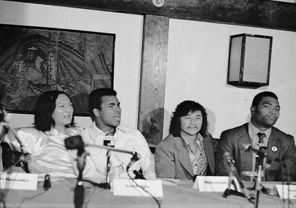 1972年の日本武道館でのモハメド・アリ対マック・フォスター 記者会見