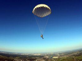 Самостоятельный прыжок с парашютом с высоты 950 метров