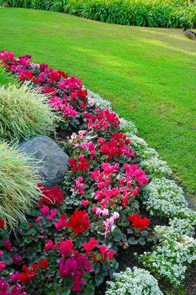 flower garden landscaping 30 Beautiful Backyard Landscaping Design Ideas - Page 12