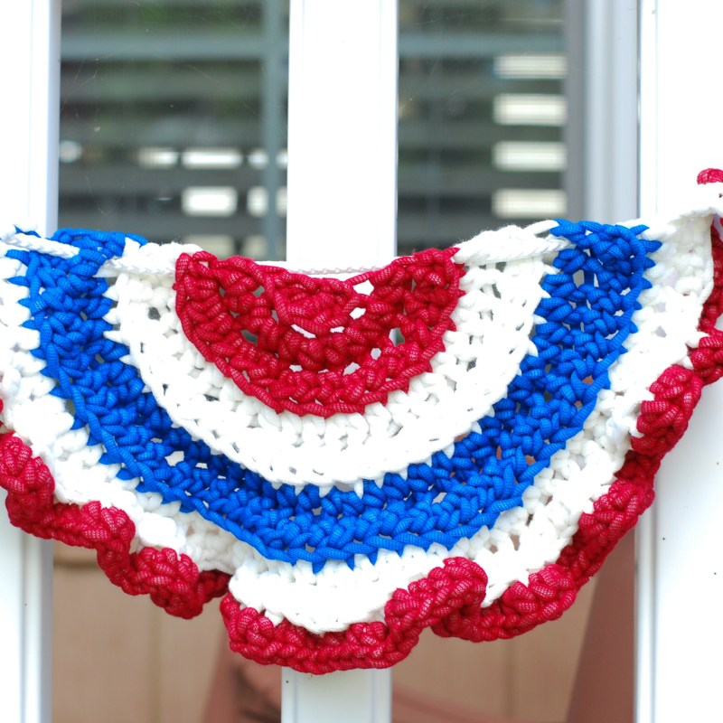 Bernat Maker Outdoor Patriotic Flag Bunting – Free Crochet Pattern