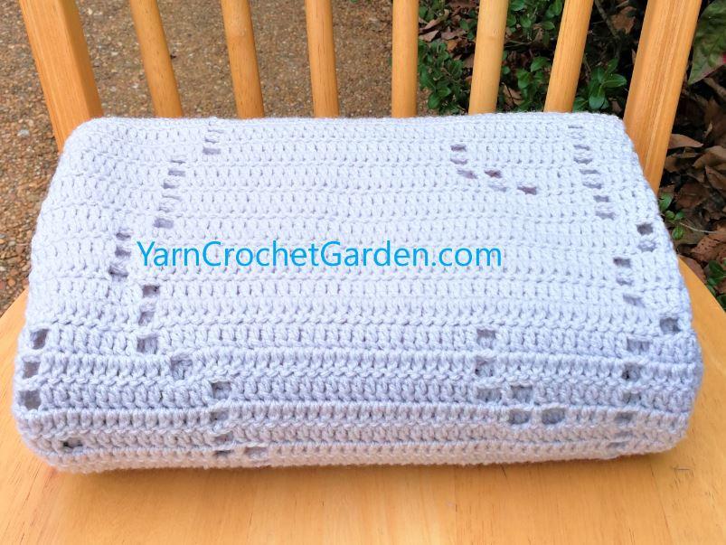 Crochet Sleep Tight Teddy Bear Blanket ( Free Pattern ) | BeesDIY.com | 603x803