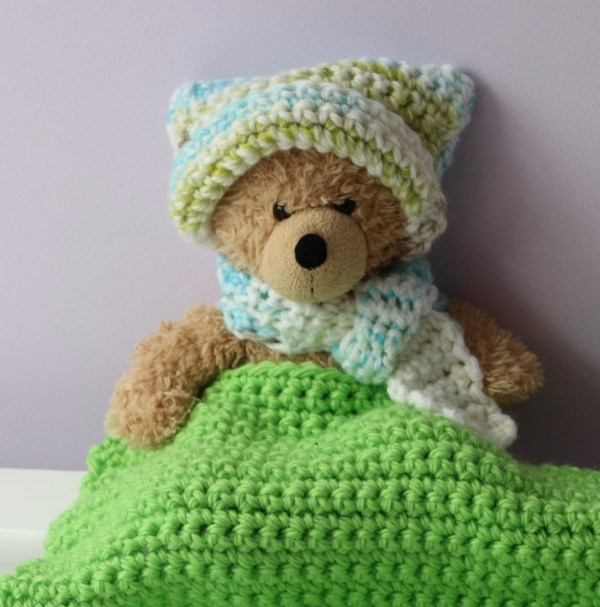 Crochet kit for kids - hat and scarf