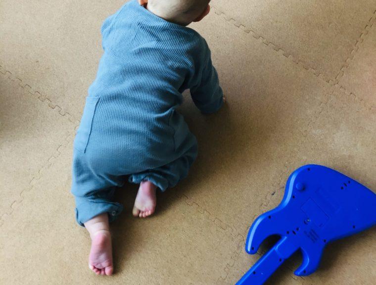 赤ちゃんのハイハイ にはコルクマットが最適