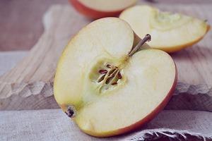 りんご半分