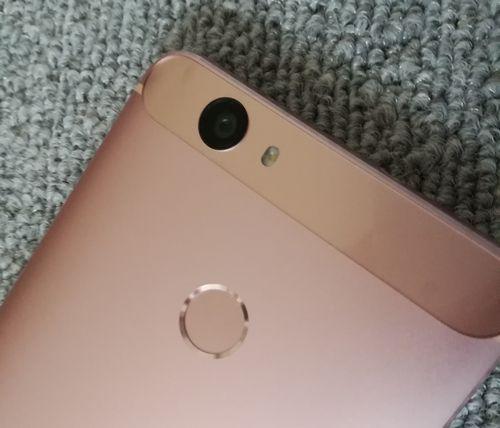 Huawei Nova リアカメラ 指紋センサー