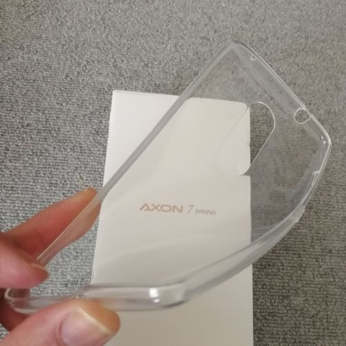AXON 7 miniに付属のケース