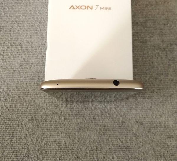 AXON 7 miniの上部