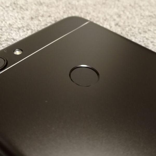 HUAWEI nova lite 2の指紋認証センサー