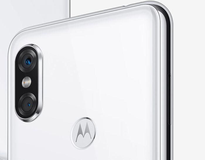 Motorola P30のデュアルカメラ