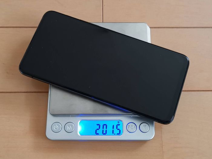 「ZenFone 6」の重量