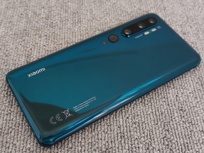 「Mi Note 10」の輝く背面デザイン