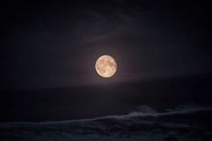 moon-984182__340